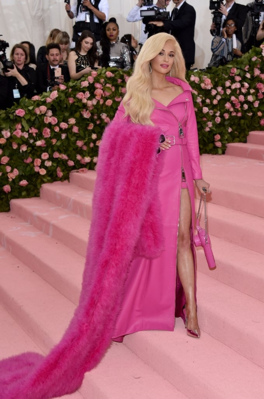 Kacey-Musgraves-Pink-Moschino-Outfit-2019-Met-Gala (1)